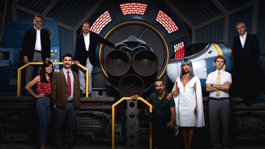 El reparto y productores de Superlópez