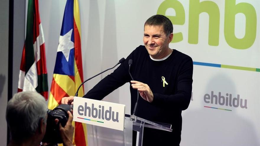 Otegi afirma que la autonomía vasca también está intervenida como la catalana