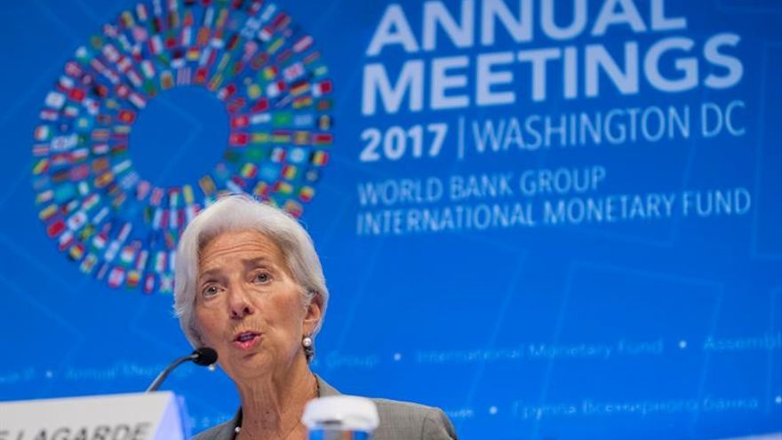 """Lagarde avisa de los riesgos de la """"complacencia"""" ante el buen momento económico global"""
