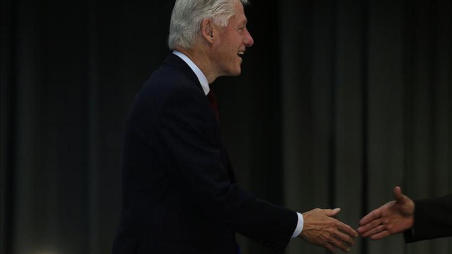 """Bill Clinton dice que """"el navío de Brasil no se está hundiendo"""""""