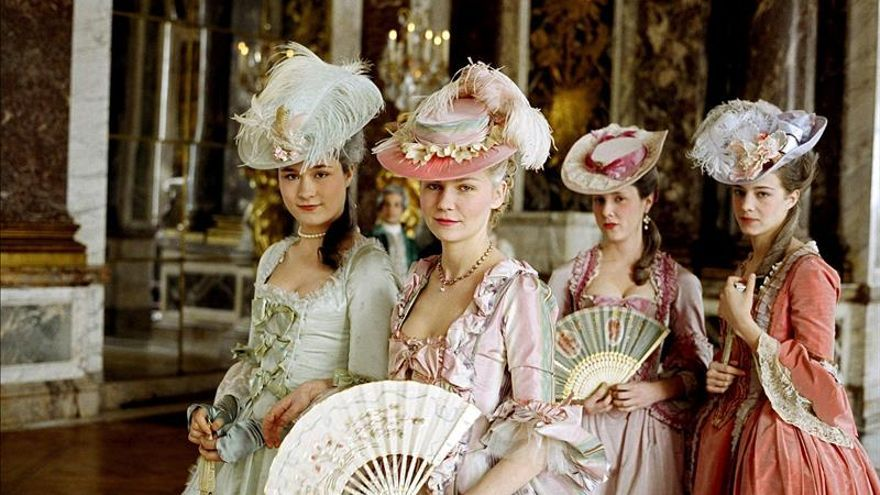 Roma exhibe un siglo de moda creada para el cine