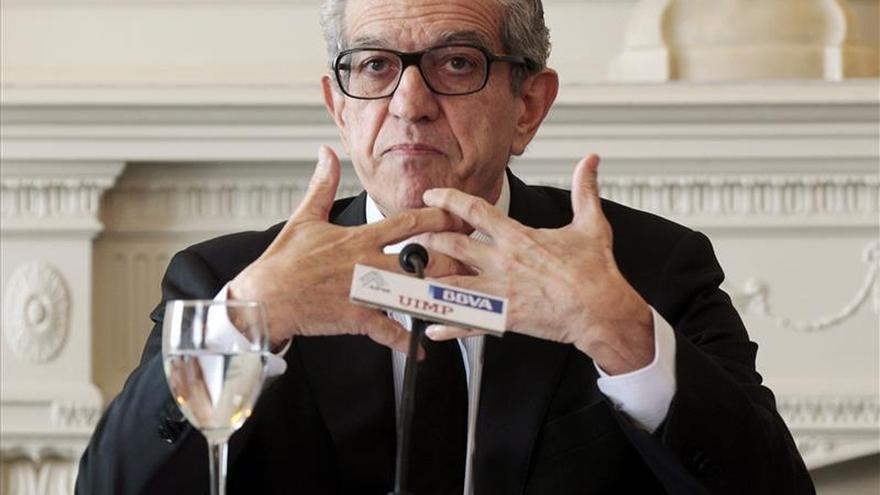 """El presidente de Unicaja dice que la entidad saldrá a Bolsa """"cuando sea el momento propicio"""""""