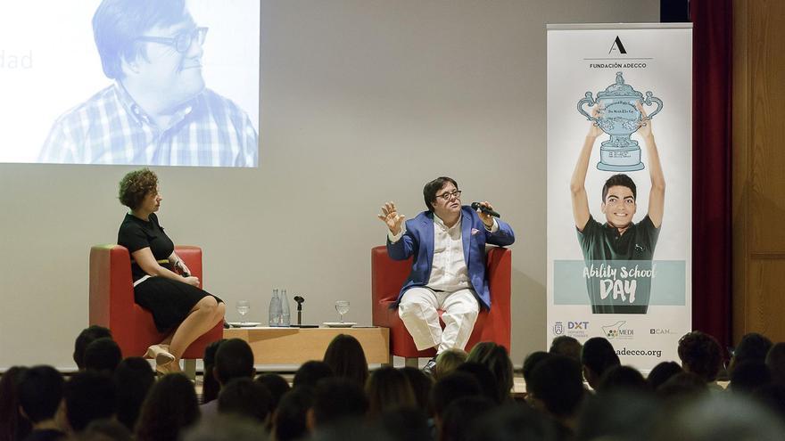 Daniel Pinedo, en la charla con alumnos del colegio La Salle de Santa Cruz de Tenerife