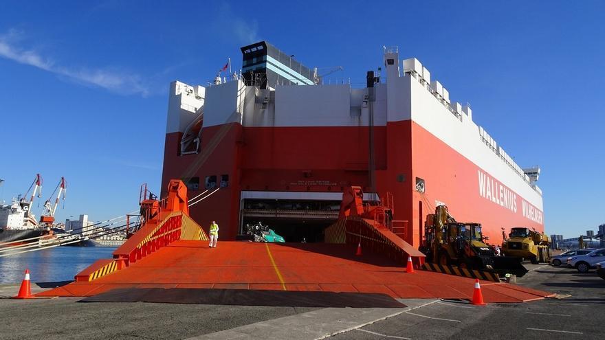 El buque 'Themis' realiza su viaje inaugural con escala en el Puerto de Santander