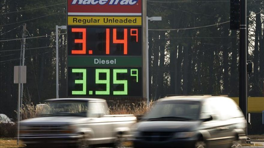 Irán trata con los países productores para frenar la caída del precio del petróleo