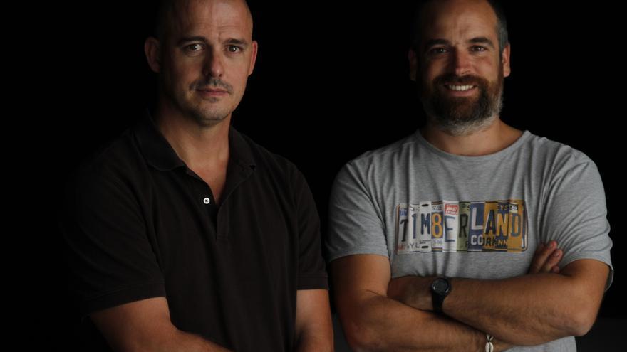 Pablo Iraburu (izquierda) y Migueltxo Molina, codirectores del documental 'Walls'.