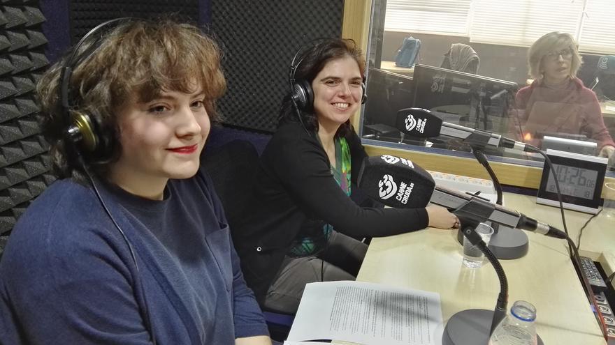 De izquierda a derecha Esther Sánchez-García y María José Calderón, han puesto en marcha la iniciativa 11 de Febrero en Carne Cruda