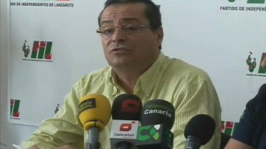 Ubaldo Becerra, en una rueda de prensa del PIL (DIARIO DE LANZAROTE)