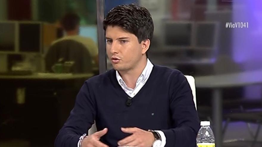 Diego Gago, presidente de Nuevas Generaciones en Galicia, durante el debate