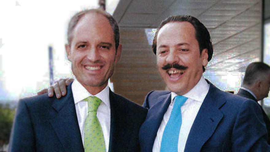 Francisco Camps y Álvaro Pérez 'el Bigotes' durante la boda del segundo