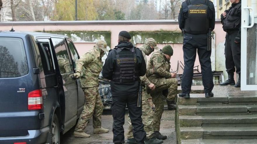 Rusia afirma que los marineros ucranianos apresados no son prisioneros de guerra