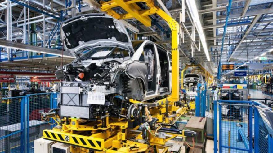 Cadena de montaje en Mercedes-Benz Vitoria. Foto: EFE
