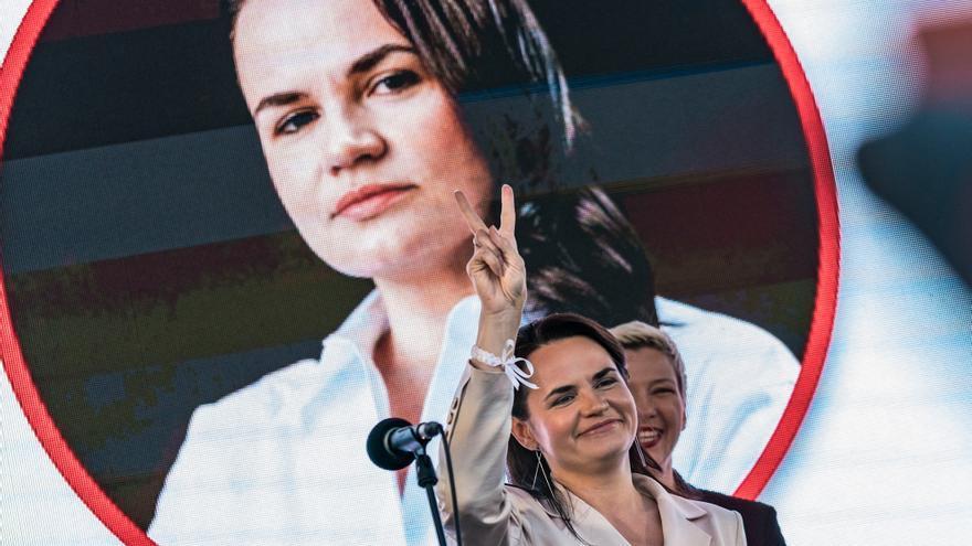 Svetlana Tikhanovskaya durante uno de los mítines de campaña