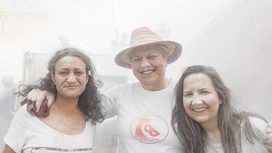 La alcaldesa, Noelia Leal, (centro) también disfrutó de La Polvacera.