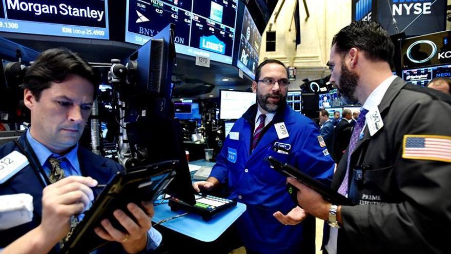 Wall Street abre con fuertes ganancias y el Nasdaq conquista los 6.000 puntos
