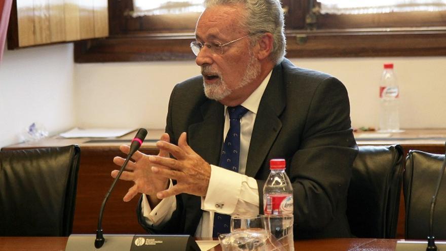 Jesús Maeztu, durante la comisión que ha elevado al Pleno del Parlamento su nombramiento como Defensor del Pueblo Andaluz / Parlamento de Andalucía