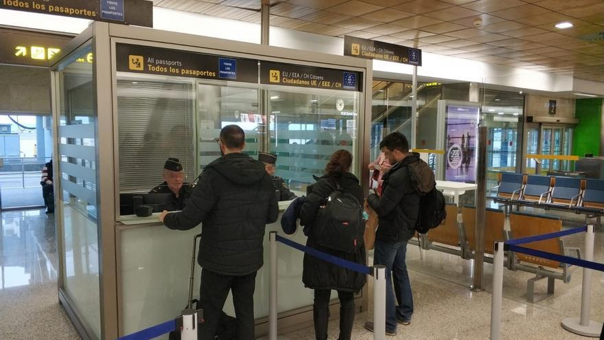 Detenida una pareja que ofrecía contratos de trabajo a inmigrantes a cambio de entre 4.000 y 6.000 euros