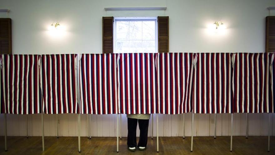 Votantes hispanos buscan hacer historia en las reñidas elecciones presidenciales