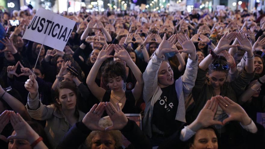Varias manifestantes en la marcha del 8M de Madrid / Olmo Calvo