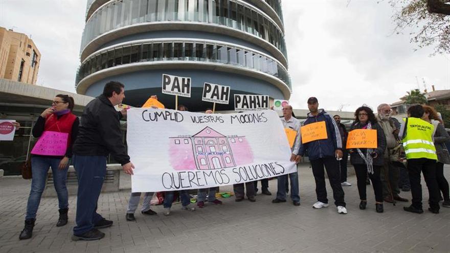 Las PAH buscan en Cartagena impulsar su propuesta de ley de vivienda