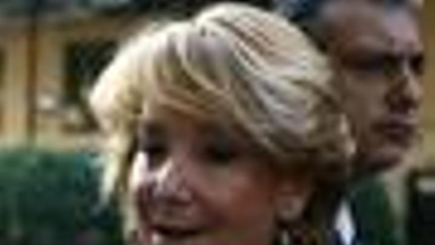 """Aguirre pide a Rajoy que evalué las """"injurias"""" de Cobo"""