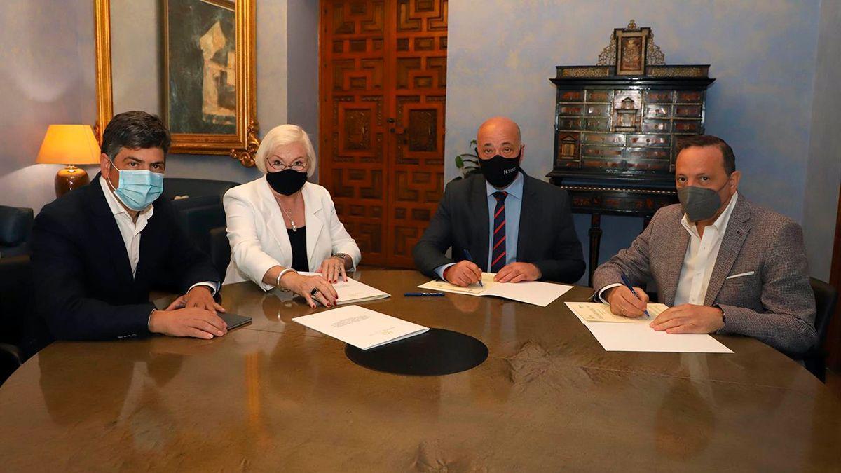 Firma de los acuerdos entre Diputación y las asociaciones de consumidores.
