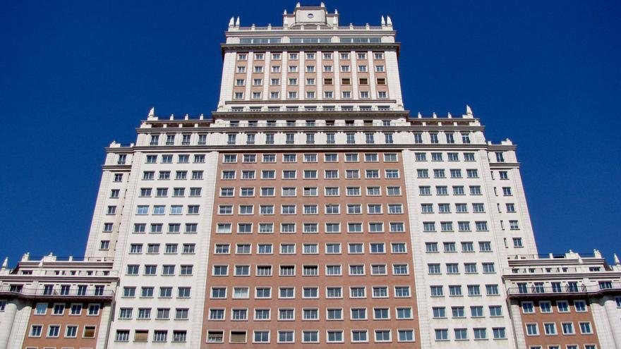 Fachada principal del Edificio España / Flickr: Rubén Vique