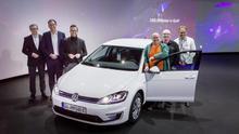 El vehículo del aniversario fue entregado a su nuevo propietario en la fábrica de Gläserne en Dresde.