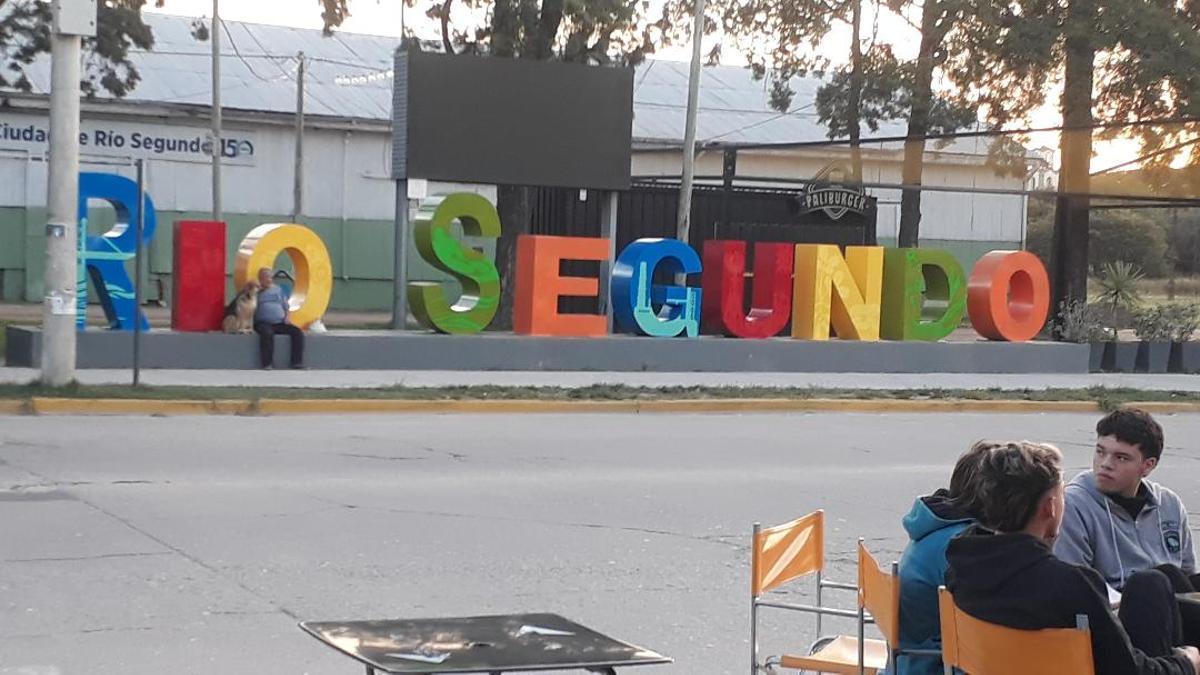 Río Segundo, el pueblo cordobés está rodeado de campos con soja, pero el precio récord de la tonelada no llega.