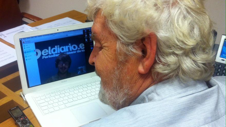 Xosé Manuel Beiras durante la entrevista con eldiario.es, en su despacho del Parlamento de Galicia / Anova