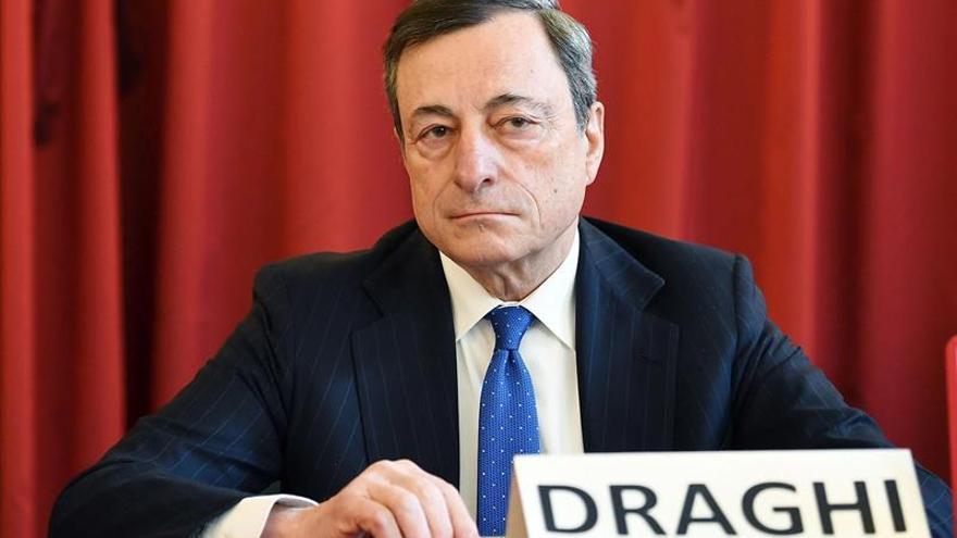 Draghi afirma que lo último que se necesita es relajar la regulación bancaria