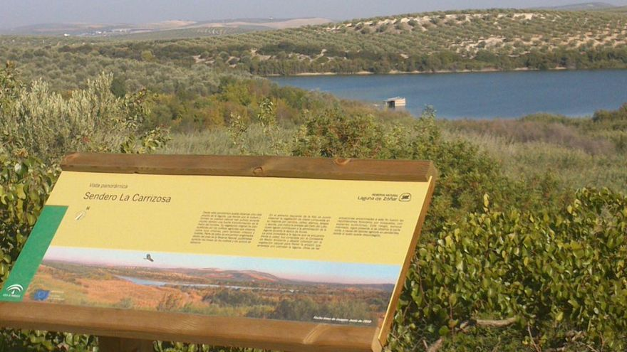 Paneles informativos en la laguna de Zóñar, provincia de Córdoba.