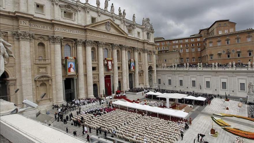 Teólogos piden al papa que abra el Vaticano a los refugiados por coherencia