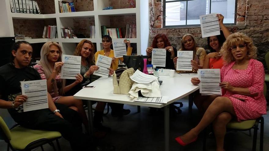 Mujeres trans mexicanas exhiben las quejas presentadas ante el Consejo Nacional para Prevenir la Discriminacion