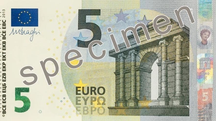 El BCE presenta su nuevo billete de cinco euros, que empezará a circular en mayo