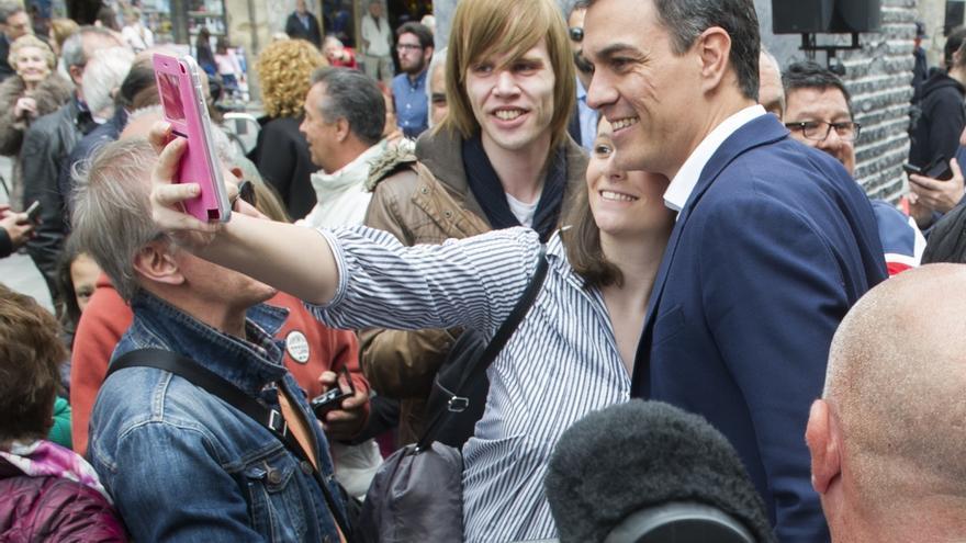 El PSOE busca atraer al votante moderado que se fue a Podemos sin entrar en la confrontación directa con Iglesias