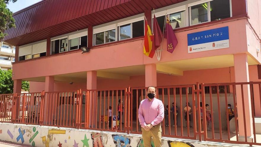 El concejal de Vox en Murcia, José Palma, durante una visita este miércoles al colegio San Pio X