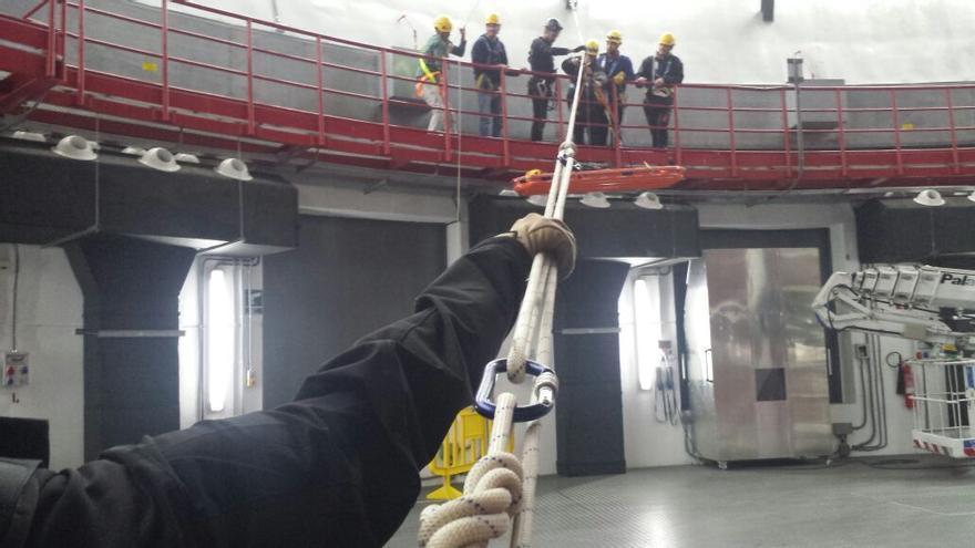 En la imagen, prácticas de rescate y evacuación en el interior de la cúpula del GTC.