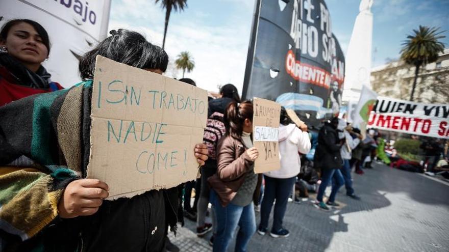 Argentina afronta un día más de protestas con acampes y ollas populares