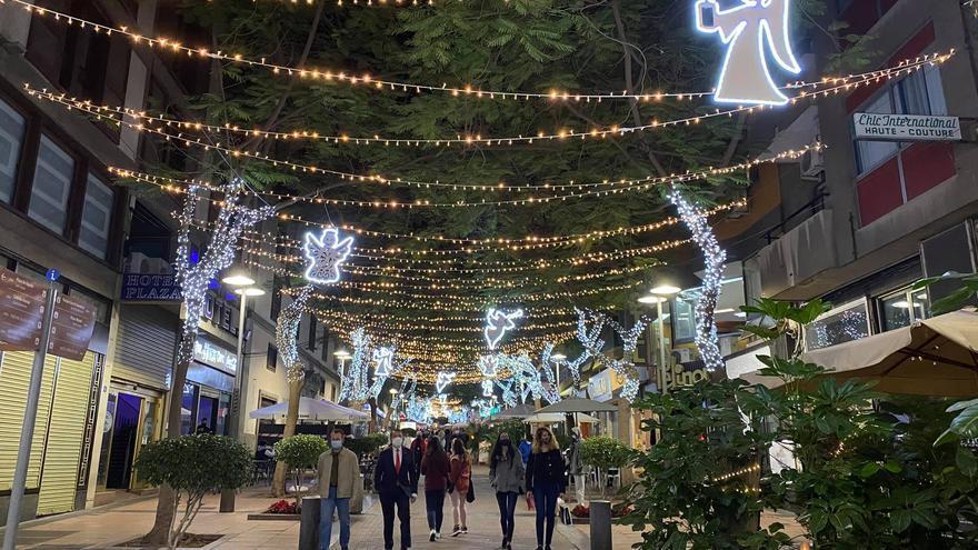 Santa Cruz da la bienvenida a la Navidad con el encendido de 3 millones de bombillas LED
