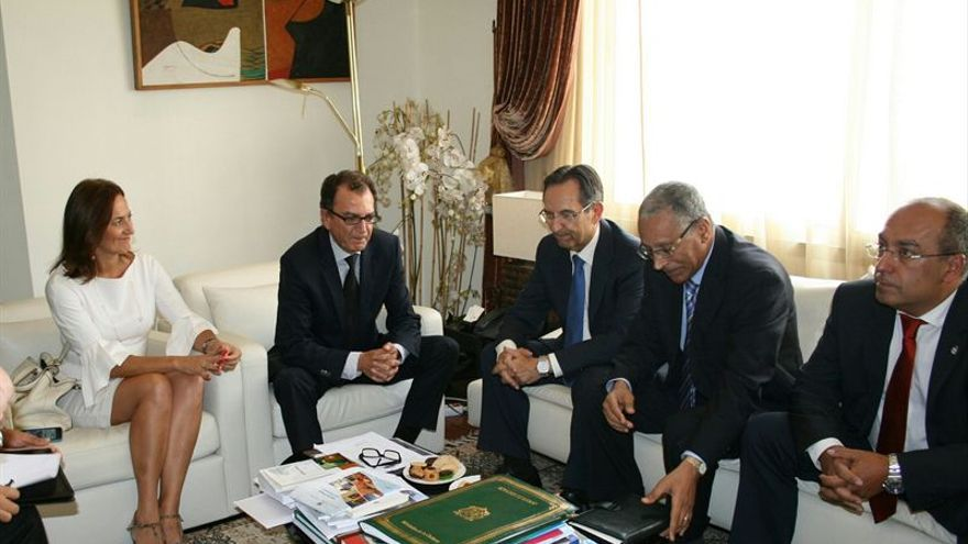 Representantes de la Mesa del Parlamento de Canarias se entrevistan con el ministro delegado de Transportes de Marruecos. (Imagen cedida a Europa Press).