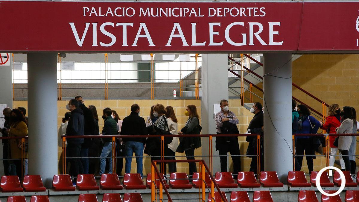 Colas para la vacunación de profesores en Vista Alegre del pasado mes de febrero