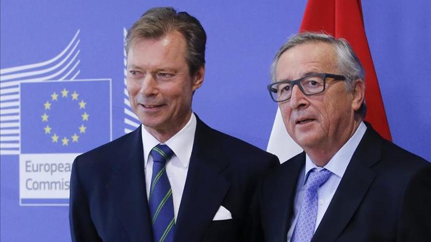 Juncker pide a los 28 poner medios a disposición de Francia tras los atentados