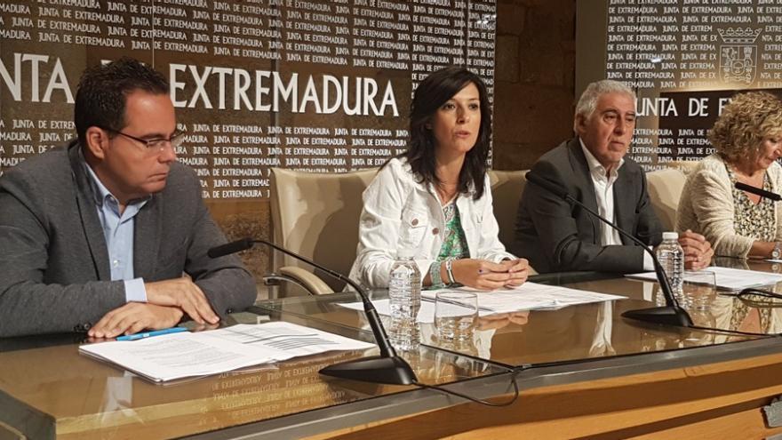 La consejera  Esther Gutiérrez presenta las novedades del curso escolar