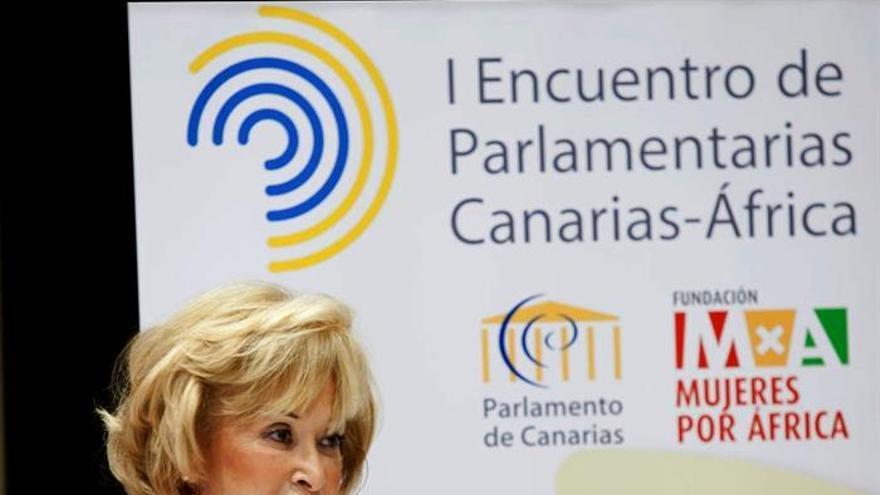 La presidenta de la Fundación Mujeres por África, María Teresa Fernández de la Vega, interviene en el I Encuentro de Parlamentarias Canarias-África que se ha celebrado en el Parlamento de Canarias, y en el que se debate sobre participación política de las mujeres y retos globales.EFE/Ramón de la Rocha.