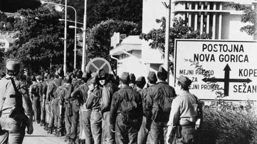 Rendición de tropas del Ejército yugoslavo durante la guerra de Eslovenia.