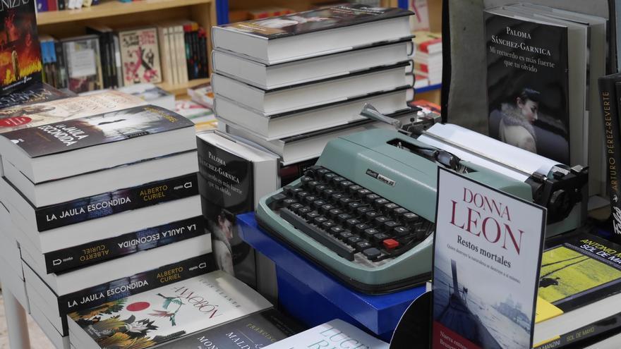 C:\fakepath\5 Mesa de novedades en Botica de Lectores.JPG