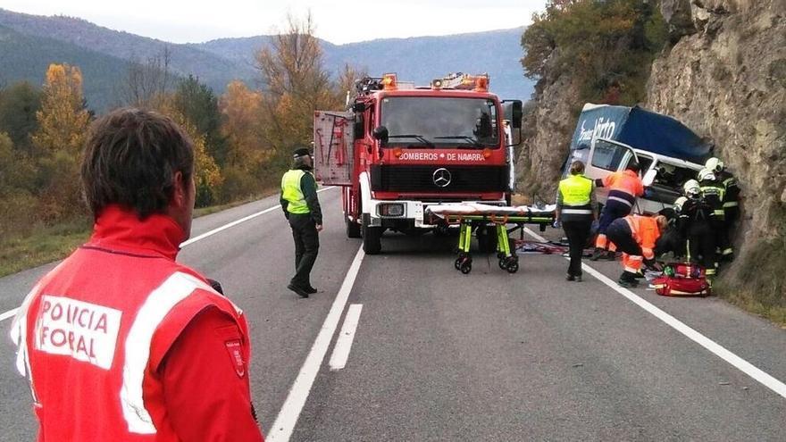 Herido un camionero al salirse de la vía en Burgui