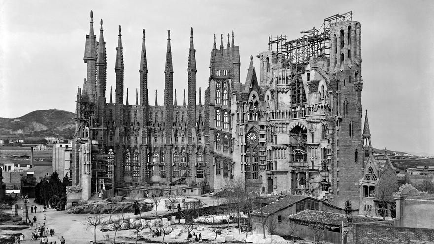 Progreso de las obras de la Sagrada Familia en 1905