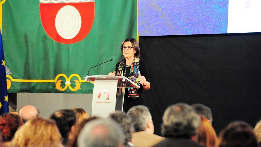La presidenta del Parlamento de Dolores Gorostiaga durante el acto por el 35 Aniversario del Estatuto de Autonomía de Cantabria